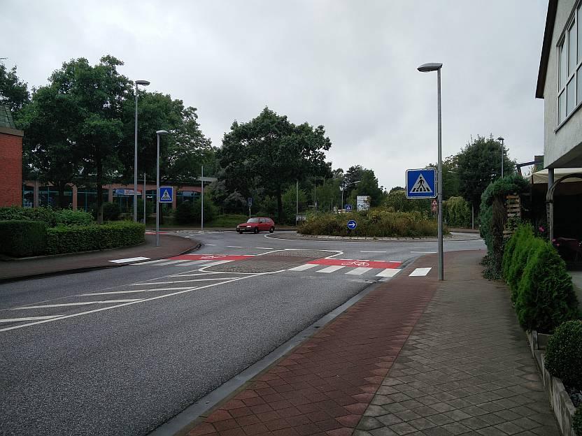 Früher Ampel,  nun Fußgängerüberweg