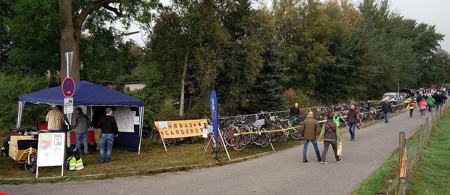 Fahrradgarderobe auf dem Streuobstwiesenfest